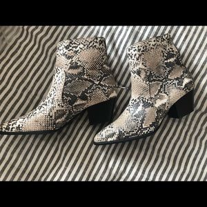Shoes - NEVER SORN SNAKESKIN BOOTIES 💛